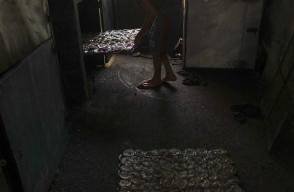 1029 Production of Snakeskin Handbags (22 photos)