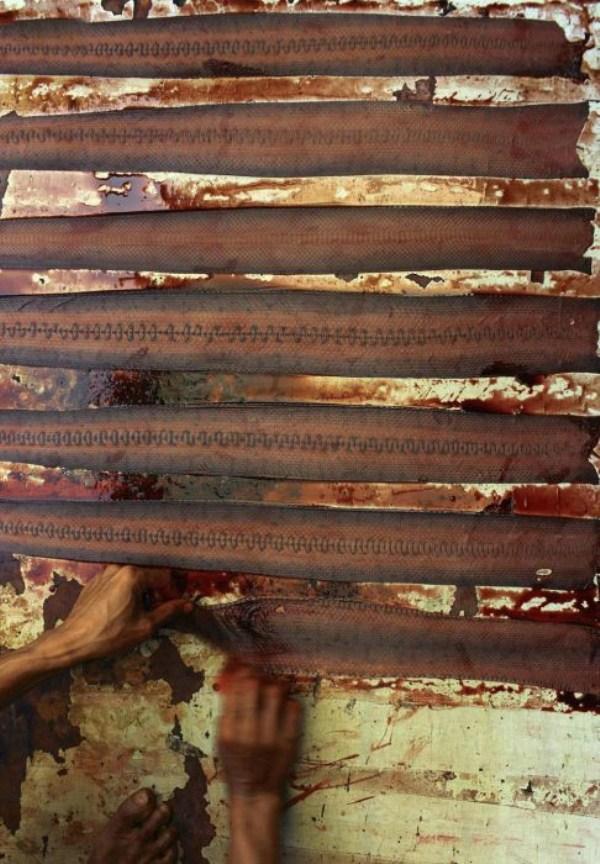 1619 Production of Snakeskin Handbags (22 photos)