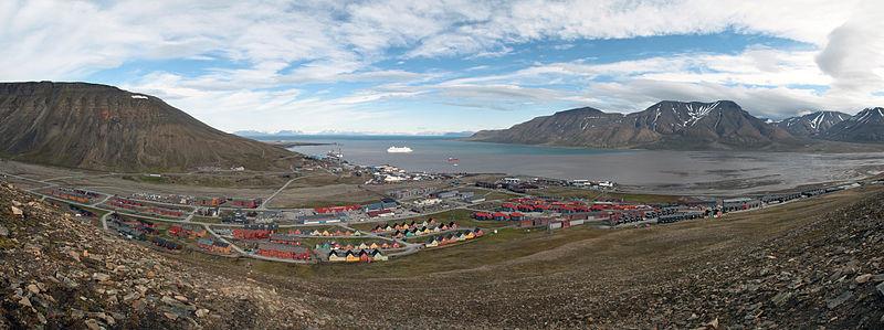 800px-Longyearbyen_panorama_july2011