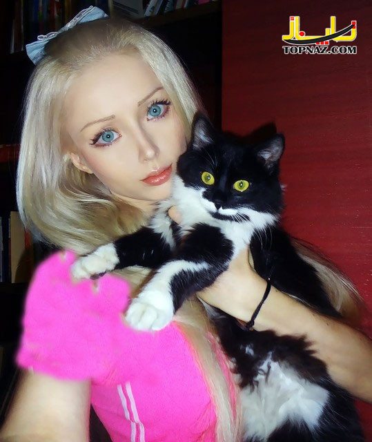 دختر باربی و گربه اش