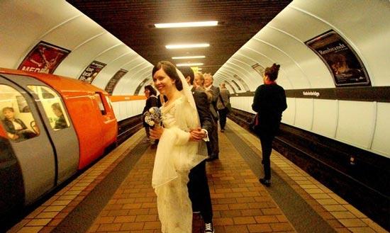 عروسی در مترو