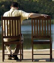 در کنار همسری منزوی و تنها