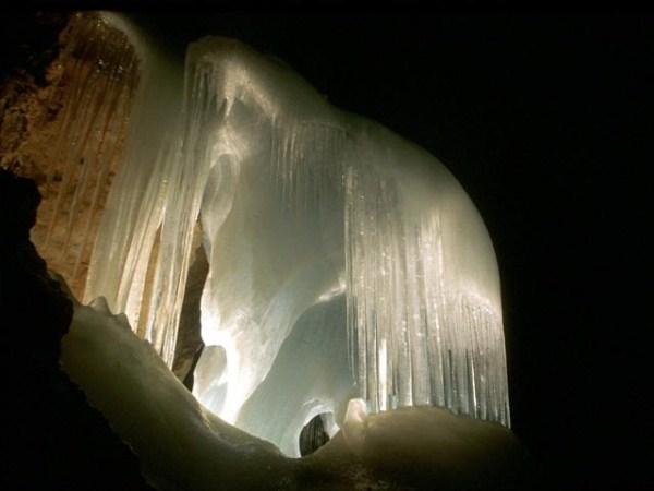 بزرگترین غار یخی