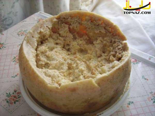 نوعی پنیر از کرم و حشرات / حشرات و کرم ها کاملا زنده هستند و تکان می خورند!!!