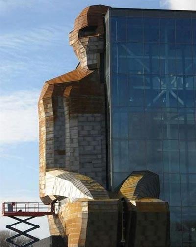 ساختمانی با الهام از بدن انسان,ساختمانی شبیه پیکر انسان,ساختمانهای عجیب و غریب