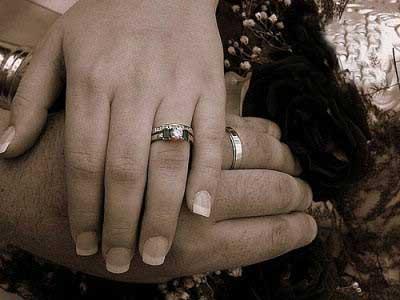 چرا مردان حلقه ازدواج دست نمیکنند؟