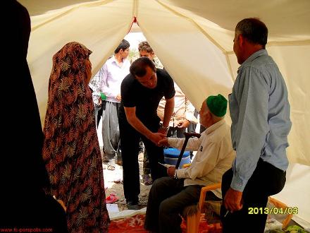 حمید استیلی  در میان زلزله زدگان