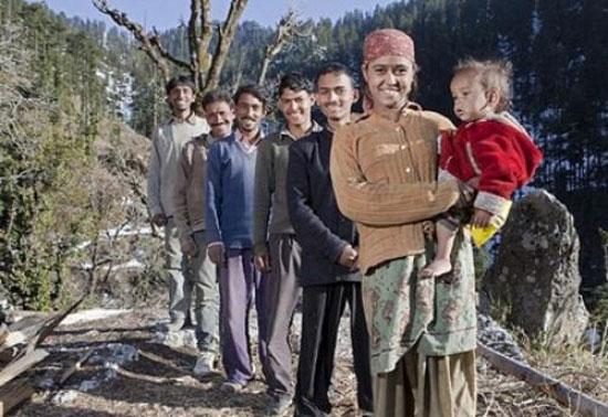 این زن بیچاره هندی 5 شوهر دارد!! +عکس