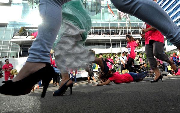 عجیبترین مسابقات دنیا + عکس