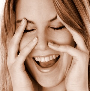 لبخند, خندیدن, شخصیت افراد و خنده, رابطه شخصصیت افراد و خندیدن