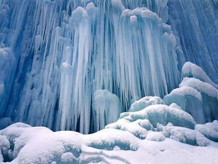آبشارهای منجمد,جاذبه های طبیعی,آبشارهای یخی