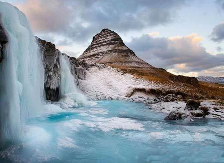 آبشارهای منجمد جاذبه های طبیعی,آبشارهای یخی آبشار,جاذبه های گردشگری,عجایب گردشگری,جاذبه های گردشگری طبیعی,مکانهای دیدنی ایران و جهان