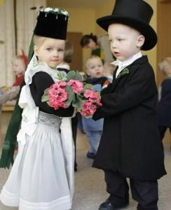 773 244x300 - خرافات جالب در مورد عروس و دامادها در سایر نقاط جهان