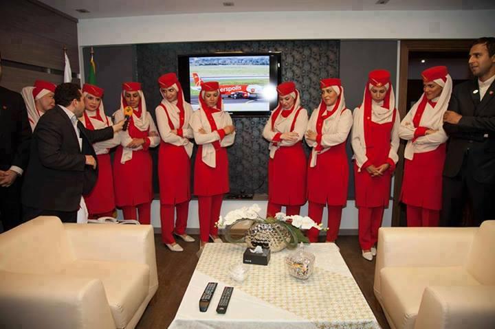 870 عکس: زنان مهماندار هواپیمای پرسپولیس با لباس پرسپولیسی!