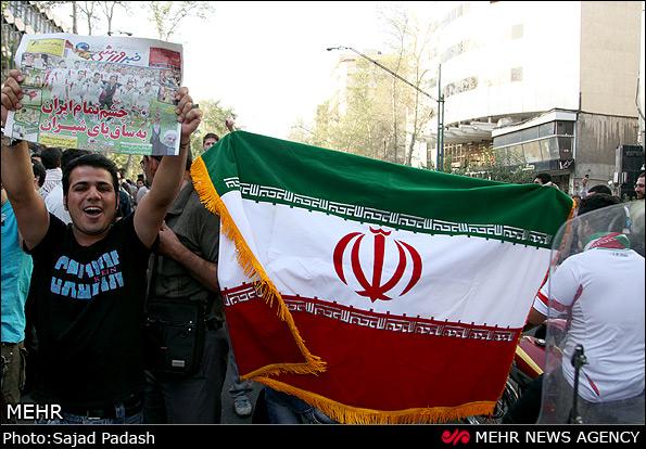 عکس از شادی مردم پس راهیابی ایران به جام جهانی 2014