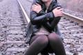 عاقبت دختری که قصد داشت روی ریل قطار عکس بگیرد! +عکس