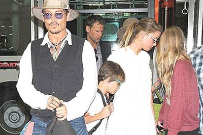 جانی دپ و همسر و فرزندش