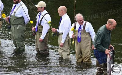 مراسم ازدواج عجیب و غریب, تصاویر مراسم ازدواج زوج عاشق ماهیگیری