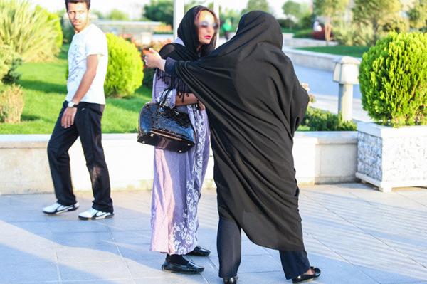 عکس برخورد با بدحجابی