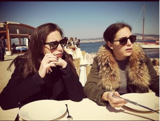 جمره و خواهرش