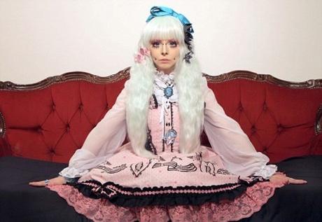 دختری که تمام تلاشش را می کند تا شبیه عروسک باربی شود +عکس