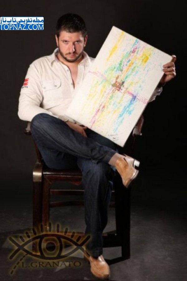 این مرد با پاشیدن رنگ از چشمهایش نقاشی میکند!!