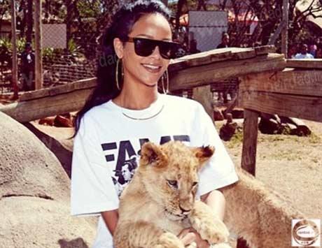 عکس های ریحانا در کنار حیوانات افریقایی