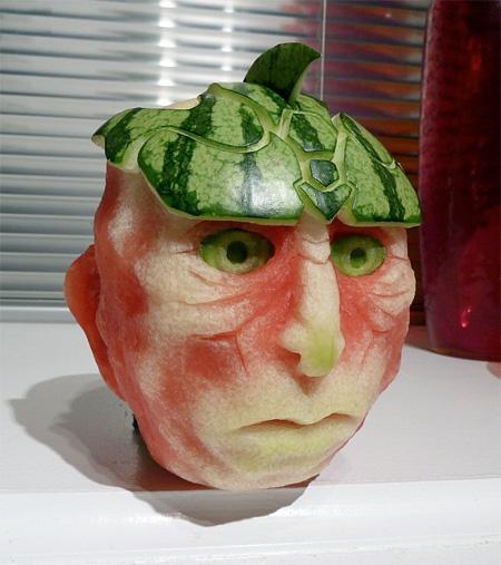 ساخت مجسمه های زیبا با هندوانه