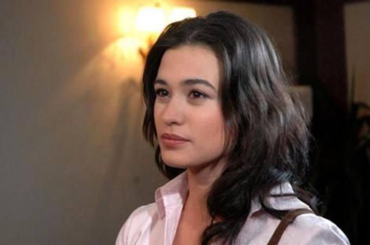 بیوگرافی اجم اوزکایا بازیگر نقش ملک در سریال ماکسیرا و عکس های او