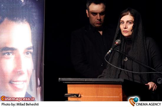 هنگامه قاضیانی درمراسم بزرگداشت زنده یاد «سعید امینی» بازیگر فیلم نفس عمیق