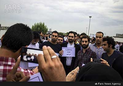 خواننده معروف ایرانی در میان زنجیره انسانی نجات کارون +عکس