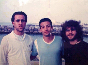 علی کریمی در کنار منصور