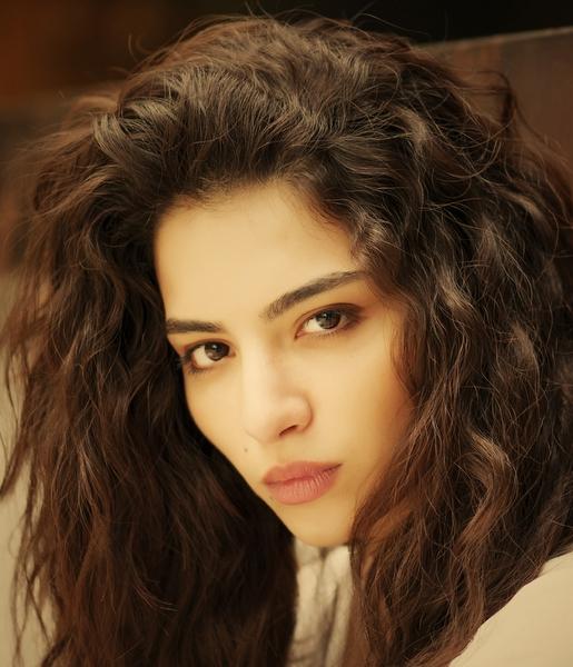 بیوگرافی بازیگر نقش آسو در سریال اکیا و عکس های آسو