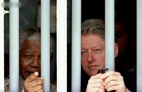ماندلا در کنار بیل کلینتون