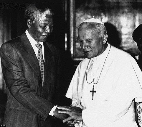 ماندلا در کنار پاپ ژان پل دوم