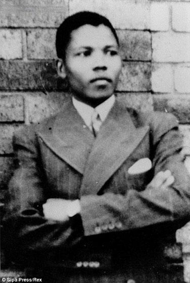 ماندلا در سال ۱۹۶۲ در لندن