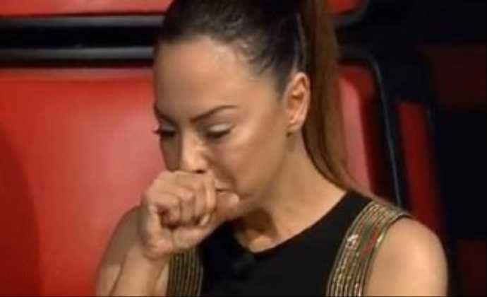 عکس از ابرو گوندش در حال گریه کردن