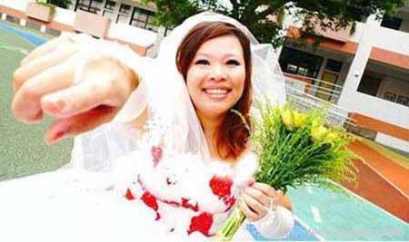 دختر عجیب که با خودش ازدواج کرد! +عکس