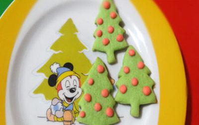 تهیه بیسکویت کاج برای کریسمس