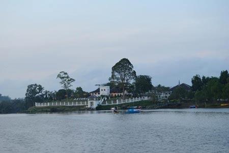 قصر آستانا,قصر آستانا در مالزی,کاخ آستانا در مالزی