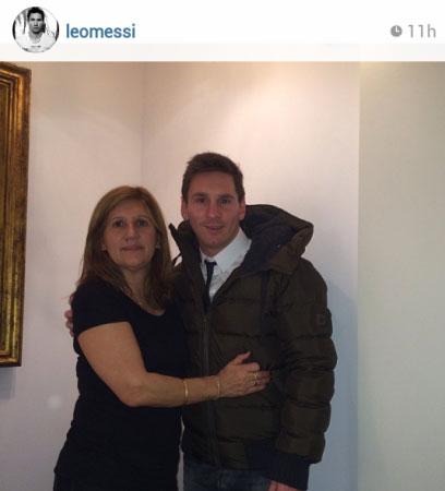 عکس لیونل مسی در کنار مادرش
