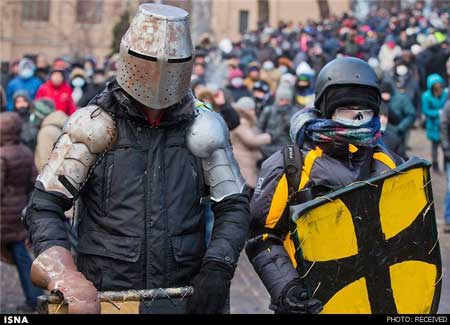 لباس متفاوت معترضان اوکراینی+عکس