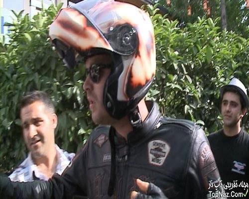 عکس های بازیگر سریال کوزی گونی در حال موتورسواری