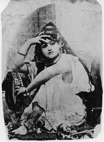 این دختر رقاص مخصوص ناصرالدین شاه بود!
