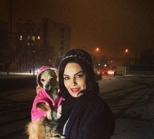 عکس سارا خوئینی ها و سگش در برف