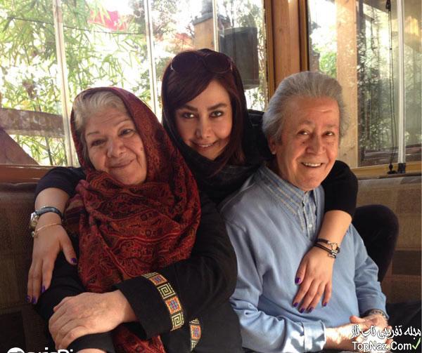 آنا نعمتی در کنار پدر و مادرش