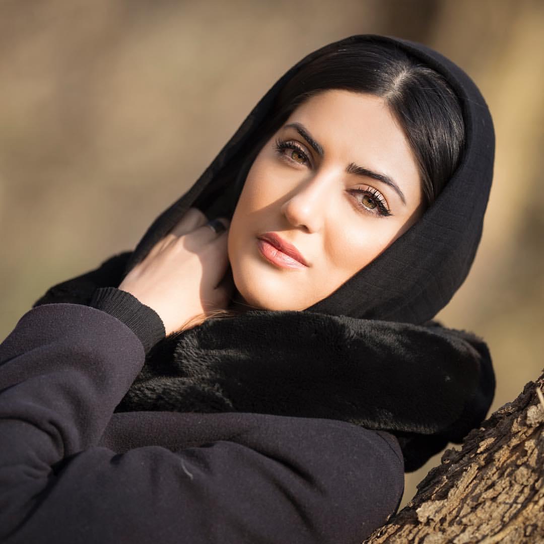 Photo of بیوگرافی هلیا امامی + زندگی شخصی و هنری و عکس های هلیا امامی و همسرش