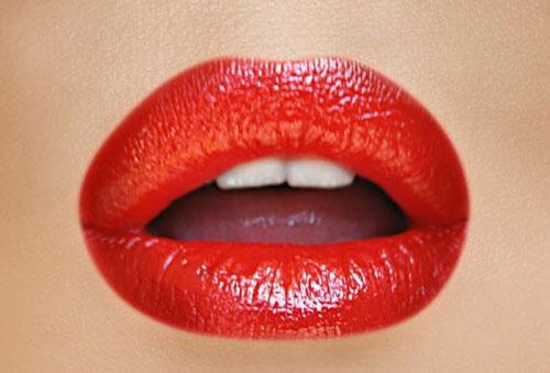 مدل های شیک آرایش لب با رژ قرمز