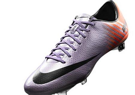 عکس: کفش های جدید رونالدو برای بازی در ال کلاسیکو