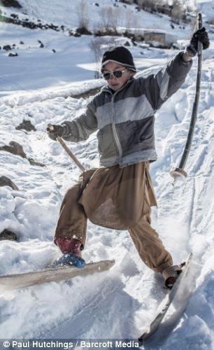 عکس دختران افغانی در حال اسکی